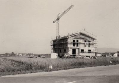 Fine anni '70, si inizia a costruire il prosciuttificio.
