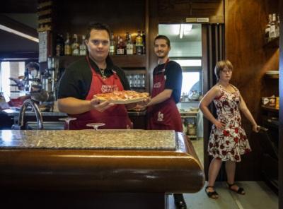 Al Baccaro, a volte, i clienti si devono fare da soli il caffè, ma sono clienti speciali!