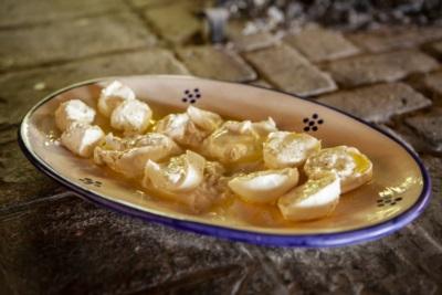 I formaggi a pasta fresca: burrata, mozzarella di bufala e caprino